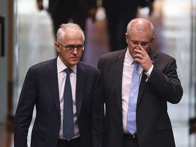 Thủ tướng Úc Scott Morrison (phải) và người tiền nhiệm Malcolm Turnbull (trái). Ảnh: AFP