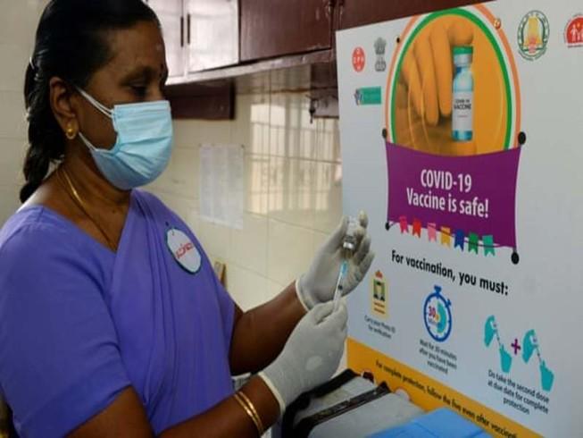 Ấn Độ khởi động chiến dịch tiêm vaccine COVID-19 lớn nhất thế giới. Ảnh: Arun Sankar/AFP/GETTY IMAGES.