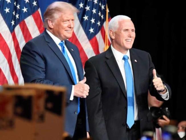 Tổng thống Mỹ Donald Trump (trái) và Phó Tổng thống Mike Pence (phải).