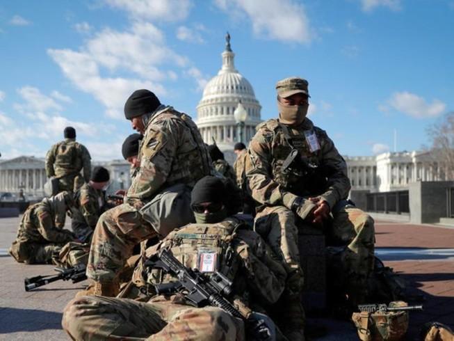 Lực lượng Vệ binh Quốc gia Mỹ tập trung trước Điện Capitol một ngày trước lễ nhậm chức của Tổng thống Joe Biden, ngày 19-1.