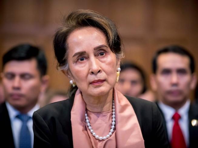 Bà Aung San Suu Kyi trong một phiên làm việc ở Quốc hội Myanmar hồi tháng 12-2020. Ảnh: AP