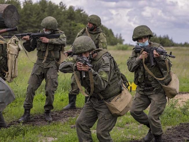 Ảnh minh họa - Một đơn vị súng trường cơ giới Nga diễn tập ở tỉnh Voronezh hồi tháng 6-2020. Ảnh: BỘ QUỐC PHÒNG NGA