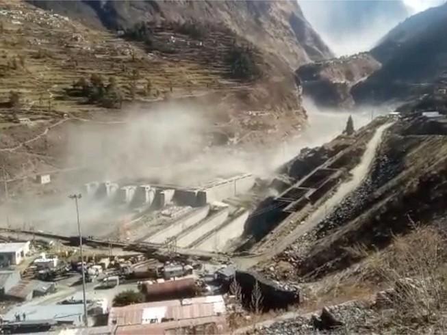 Vụ lở tuyết do vỡ sông băng ở bang Uttarakhand (Ấn Độ) hôm 7-2. Ảnh: INDO-ASIAN NEWS SERVICE