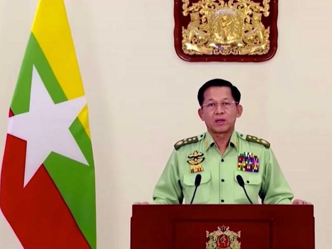 Thống tướng Min Aung Hlaing phát biểu trên truyền hình Myanmar hôm 8-2. Ảnh: REUTERS
