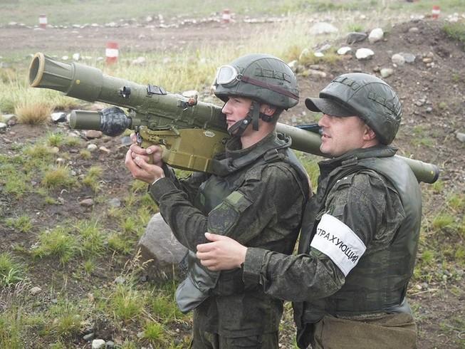 Một súng phóng tên lửa phòng không vác vai thuộc dòng Igla. Ảnh: MILITARY REVIEW