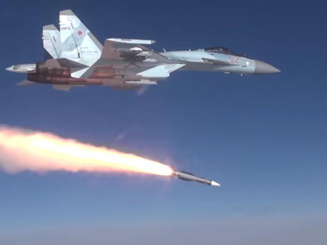 Tiêm kích Su-57 bay diễn tập ở trung tâm thử nghiệm bay thuộc Bộ Quốc phòng Nga đặt tại vùng Akhtubinsk hồi tháng 1-2021. Ảnh: SPUTNIK