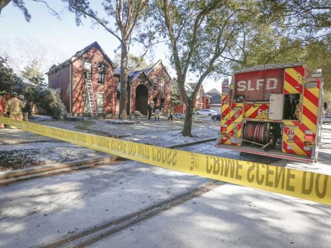 Căn nhà bà Jackie Pham Nguyen bị phong tỏa sau vụ hỏa hoạn hôm 16-2. Ảnh: HOUSTON CHRONICLE