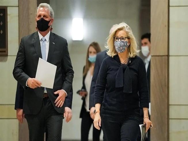Lãnh đạo phe thiểu số Cộng hòa tại Hạ viện Kevin McCarthy  (trái) và Chủ tịch Hội nghị đảng Cộng hòa Hạ viện Liz Cheney (phải). Ảnh: THE HILL