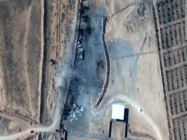 Hình ảnh cơ sở dân quân gần biên giới Syria-Iraq sau khi bị tấn công.