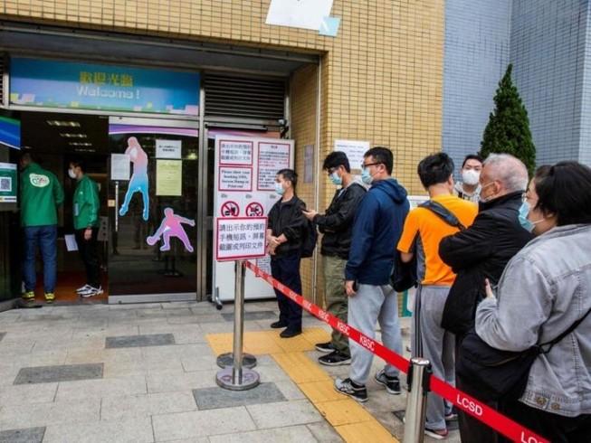 Chương trình tiêm chủng ở Hong Kong hiện chỉ sử dụng vaccine do công ty dược phẩm Trung Quốc Sinovac cung cấp.