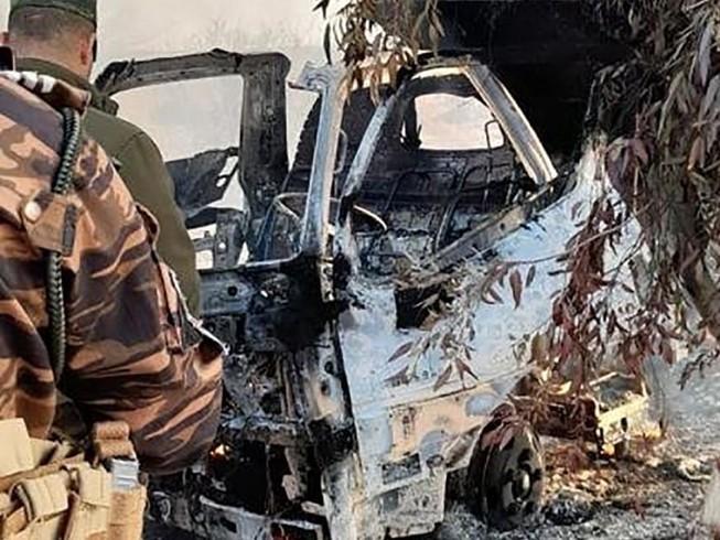 Một xe tại căn cứ không quân Ain al-Asad bị trúng rocket trong vụ tấn công sáng 3-3. Ảnh: CNN
