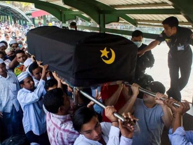Đám tang của ông Khin Maung Latt được tổ chức ở huyện Pabedan, TP Yangon ngày 7-3. Ảnh: REUTERS