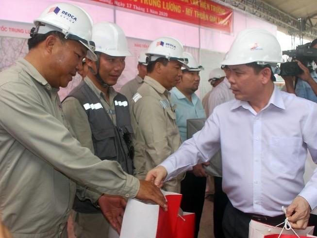 Đề xuất mở bến phà BOT để cứu nguy kẹt xe cầu Rạch Miễu