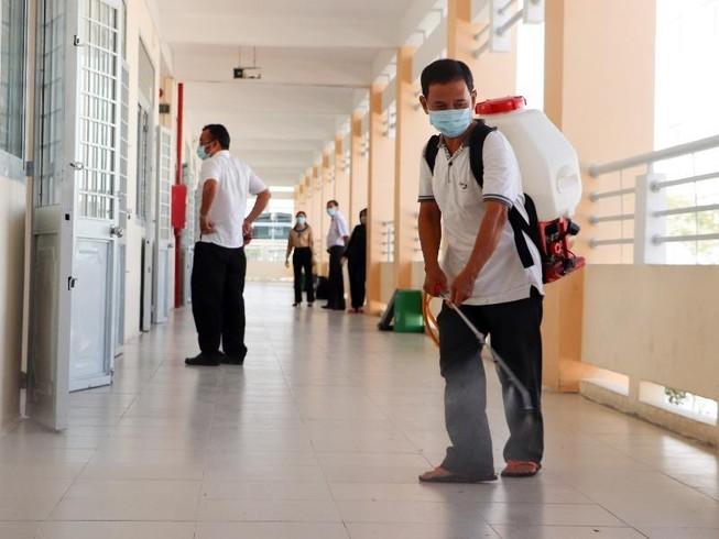 Cần Thơ phun thuốc diệt khuẩn ở trường học, ngừa virus Corona
