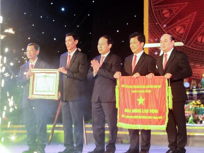 Châu Thành A đón nhận danh hiệu Anh hùng Lao động