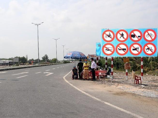 Phạt nhiều trường hợp lái mô tô vào tuyến Lộ Tẻ - Rạch Sỏi