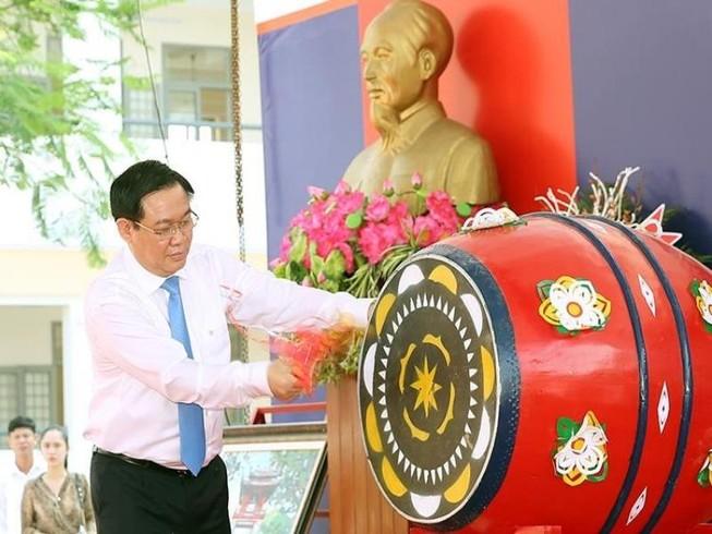 Phó Thủ tướng Vương Đình Huệ về Thái Bình vui hội khai trường