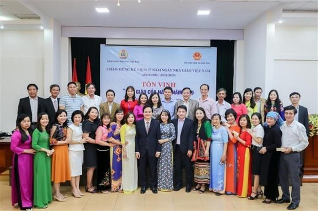 Bộ trưởng Phùng Xuân Nhạ gửi thư chúc mừng thầy, cô giáo