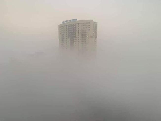 Hà Nội chìm trong sương mù như Sa Pa