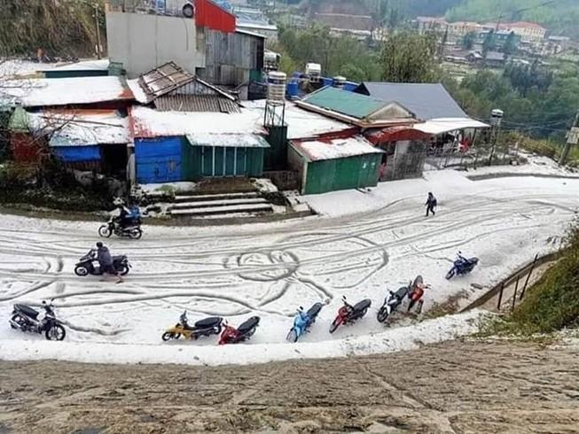 Mưa đá ở Phong Thổ, Lai Châu. Cảnh thì đẹp nhưng thiệt hại thì dân khổ. Ảnh: Facebook.