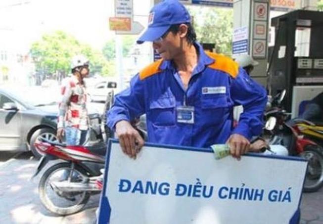 Giá xăng A95 tăng mạnh lên mức hơn 15.000 đồng/lít