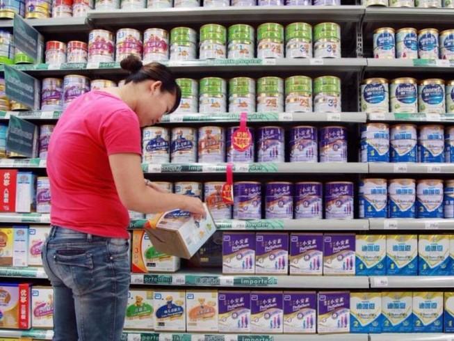 Người Trung Quốc và nỗi sợ mua sữa bột nội địa