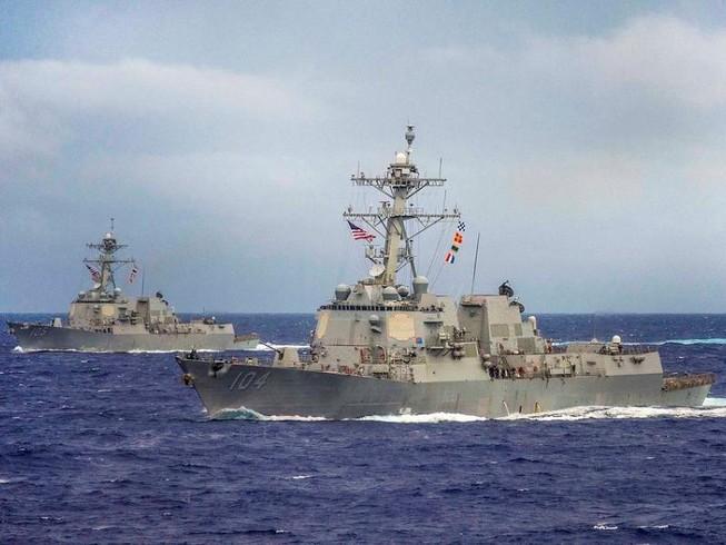 Mỹ điều hai khu trục hạm tới tuần tra biển Đông