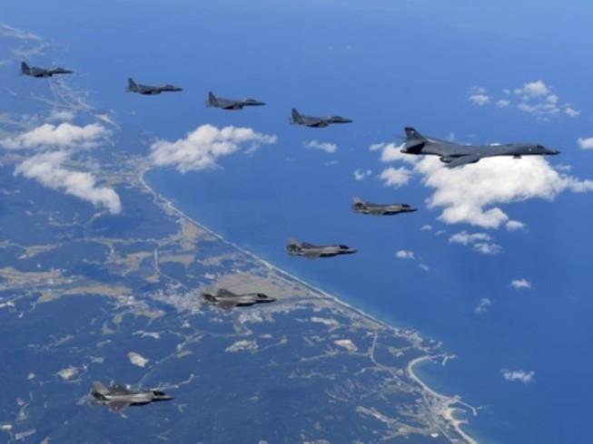 Tiêm kích, oanh tạc cơ Mỹ bay sát biên giới liên Triều