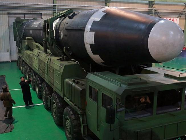 Cận cảnh siêu tên lửa mới của Triều Tiên