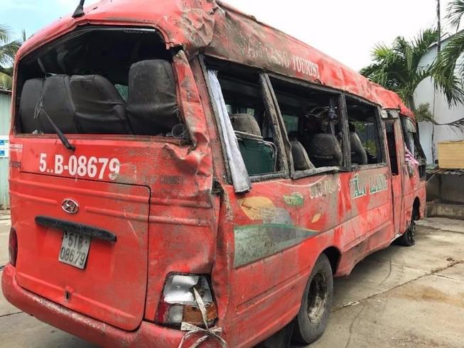 Người thứ 3 thiệt mạng trong vụ xe khách tông cột điện