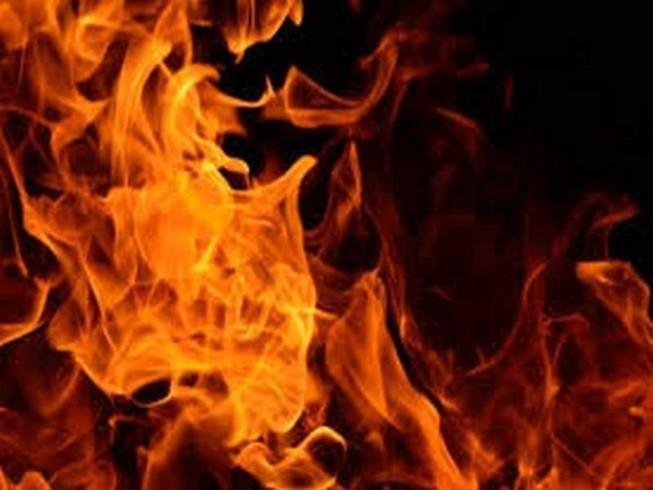 Xưởng bông ở Hóc Môn cháy rụi, nhiều người hoảng loạn