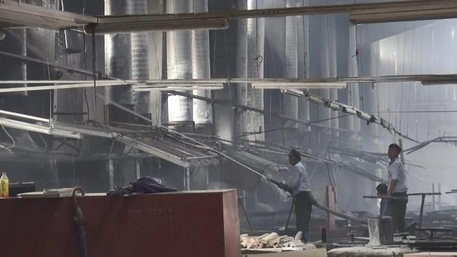 Bình Dương: Cháy xưởng gỗ lúc giữa trưa