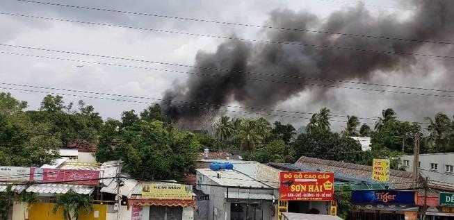 Cháy xưởng ở quận Thủ Đức, nhiều nhà dân bị ảnh hưởng