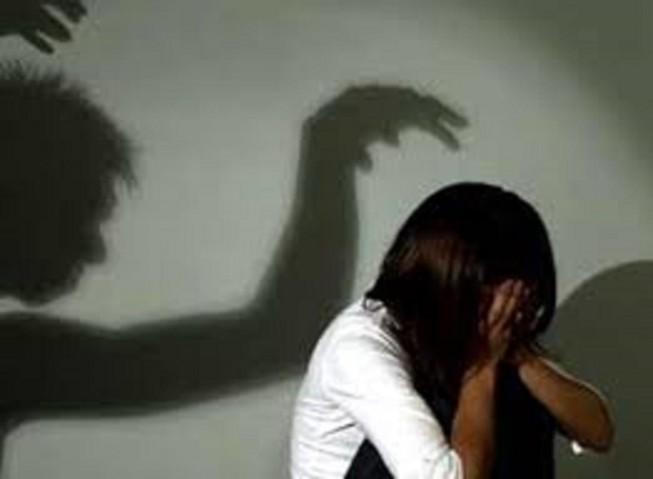 Nghi bị cha dượng hiếp dâm, một cháu bé được can thiệp khẩn