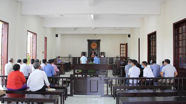 Phát thanh trực tiếp xét xử 2 cựu cán bộ sai phạm ở Bình Chánh