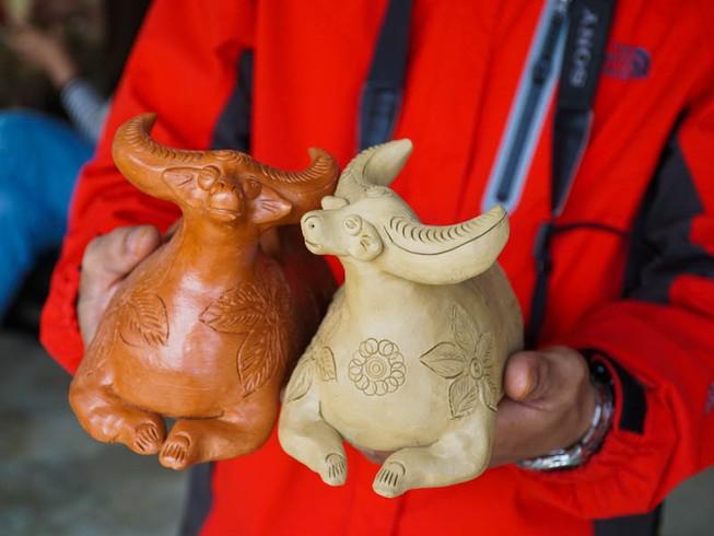 Làng gốm 500 tuổi tất bật nặn trâu bán Tết
