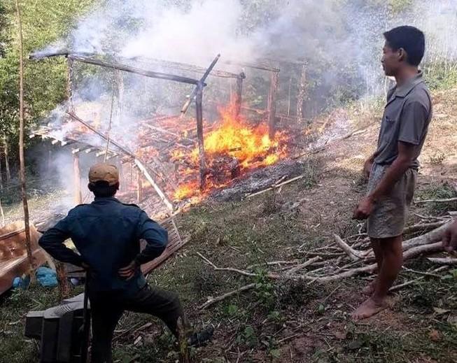 Lao vào lửa cứu sống 2 vợ chồng bị tật cùng con nhỏ