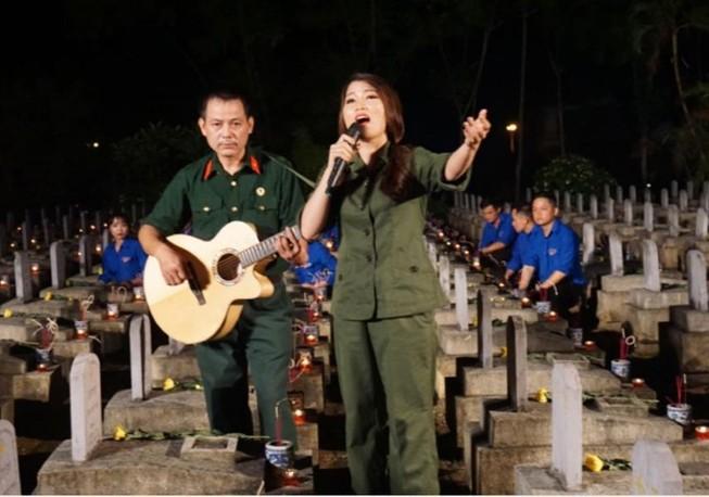 Xúc động thắp nến tri ân 'Khúc tráng ca Việt-Lào'