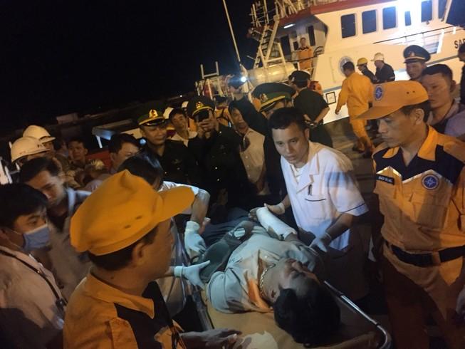 19 ngư dân bị tàu lạ đâm chìm đã về đến đất liền