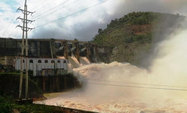 Nhiều thủy điện ở xứ Nghệ xả lũ