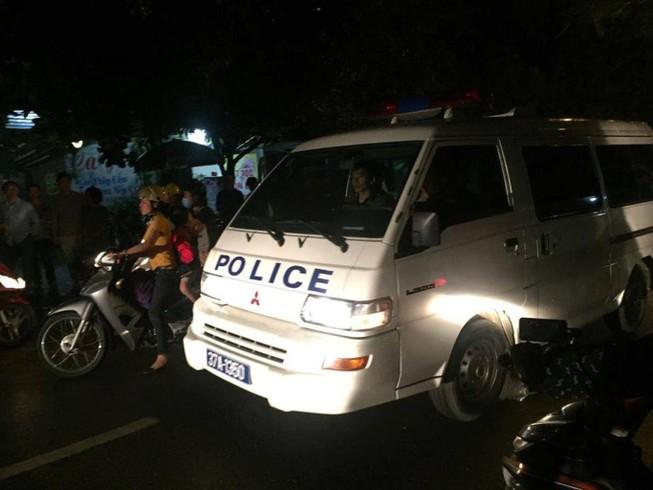 Đã bắt được kẻ ôm vũ khí nóng cố thủ trong nhà ở Nghệ An