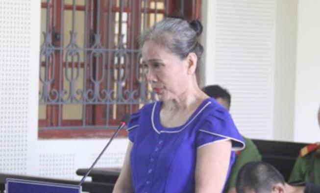 Người phụ nữ cầm dây chuyền vàng sang Lào mua ma túy
