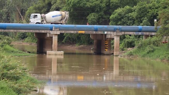 Tình thế bất khả kháng phải cho bơm nước sông Đào làm nước máy