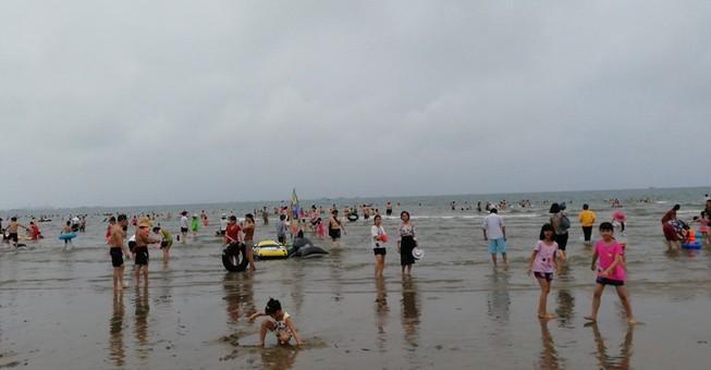 Phát hiện người đàn ông nằm chết trên bãi biển Cửa Lò