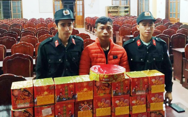 Mua 25 hộp pháo từ Hà Nội về quê bán kiếm tiền tiêu tết
