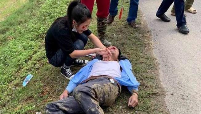 Chạy xe máy đưa cơm đến viện cho vợ, 2 cha con bị nạn