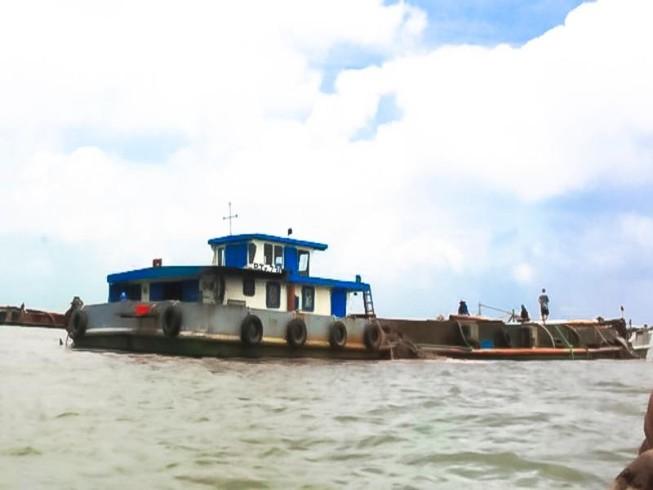 Tuyên chiến với 'cát tặc' trên sông Hàm Luông