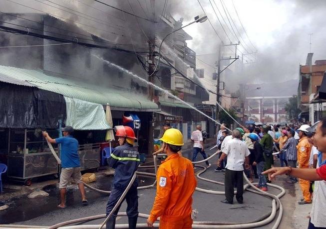 Cháy lớn gần Trung tâm thương mại ở TP Sóc Trăng