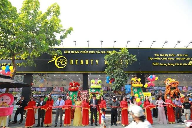 Nhiều khách hàng dự khai trương chi nhánh 9 AB Beauty World