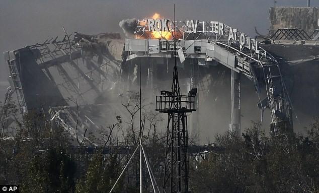 Quân Kiev lại bị miền Đông cáo buộc tấn công Donetsk